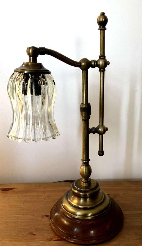 les lampes à pétrole : lampe d'étudiant électrifiée