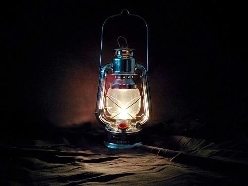 """Lampe à pétrole dite """"lampe tempête"""""""